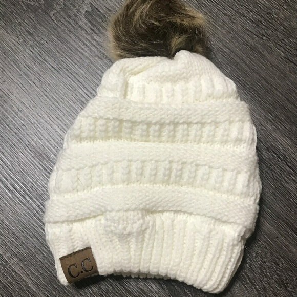 d67ea5d6605ad White CC beanie with pompom